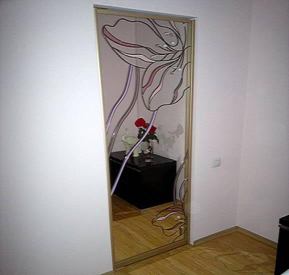 Pivotnaya dver