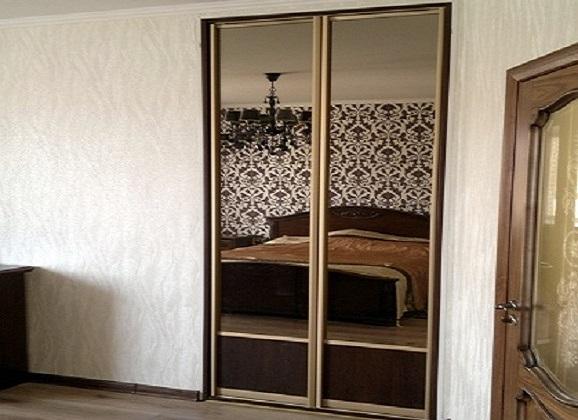 Шкаф купе с распашными дверьми