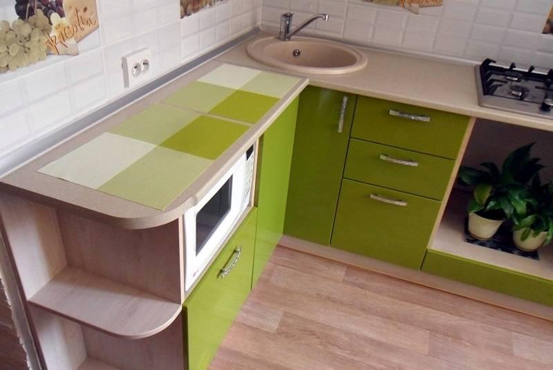 Устанавливая мойку на кухне в углу, полезно изучить все отрицательные стороны такого расположения.